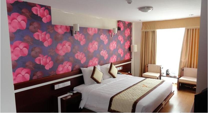 Khách sạn golden rain   đường hùng vương nha trang