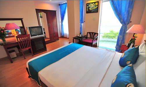 Khách sạn Nha Trang giá rẻ. Khách sạn violet. đường biệt thự, nha trang